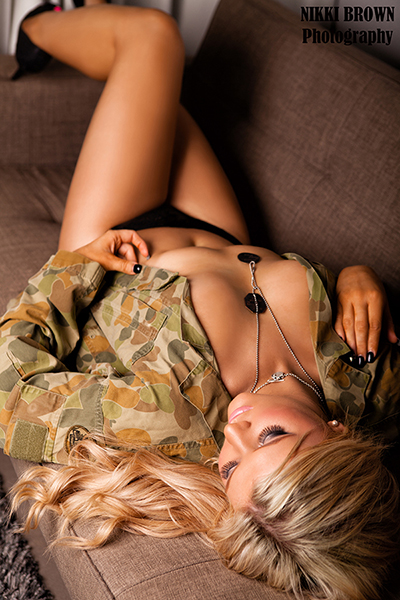 Townsville boudoir photography by Nikki Brown Photography
